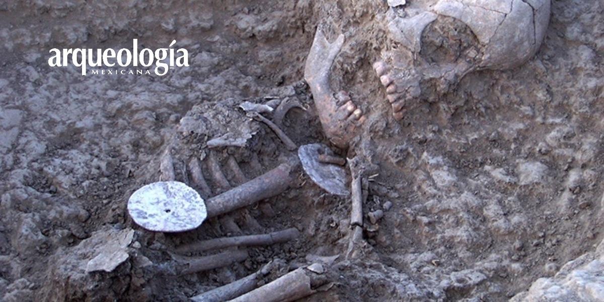 Brazaletes de conchas marinas dan identidad a los pueblos del desierto de Sonora