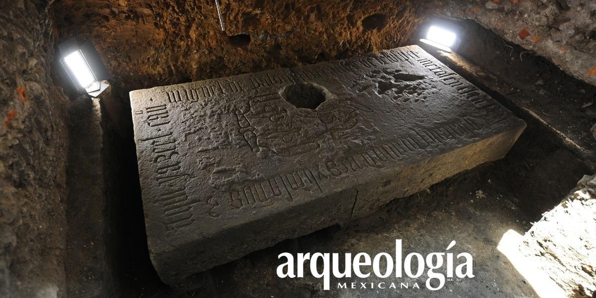 Hallazgo de una lápida del siglo XVI en la Catedral de México