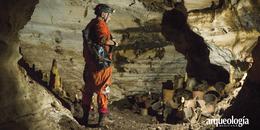 Arqueología en cuevas mayas